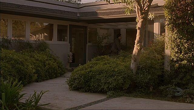 File:Bauer house garden.jpg