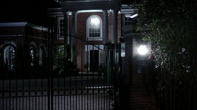 File:Stolnavich-residence-exterior.jpg