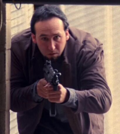 File:4x07 Powell Hitman with MP5 trying kill Bauer and Audrey.jpg