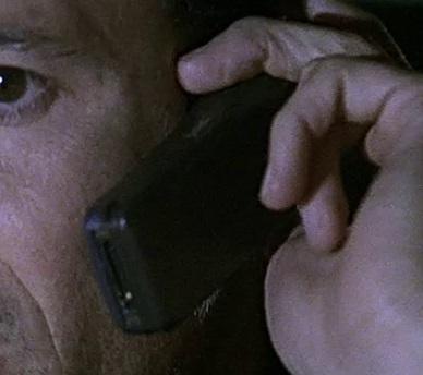 File:1x20 Tony phone.jpg