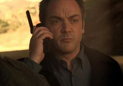 5x07-erwich-phone-2