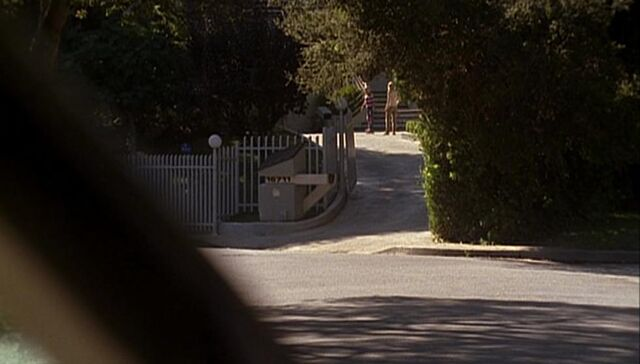File:2x01 Blue Tree Drive.jpg