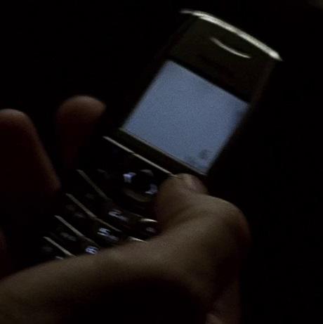 File:2x16 Wallace phone.jpg