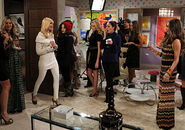 -And-the-Reality-Check-2-broke-girls-27449419-640-449