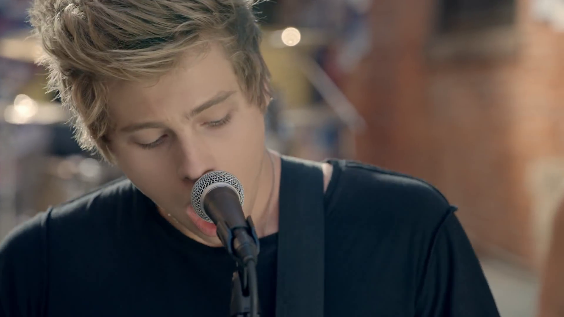 Luke hemmings gif she looks so perfect