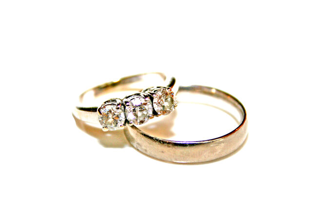 File:Wedding rings.jpg