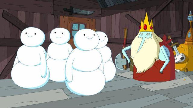 File:Snow Men in Tree Fort.jpg