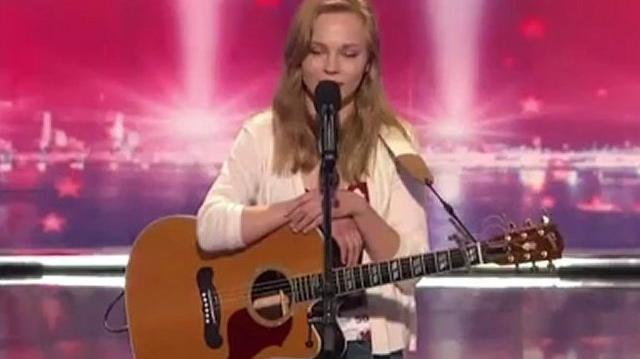 Debra Romer, 21 ~ America's Got Talent 2010, auditions Chicago-0