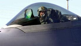800px-F-22 cockpit close-up