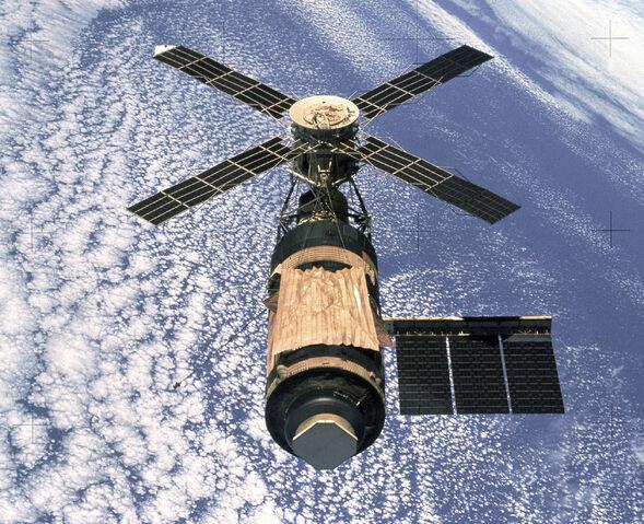 File:Skylab (SL-4).jpg