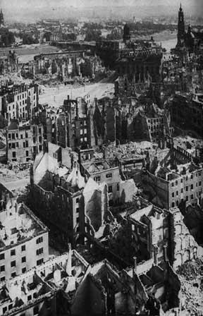 File:Dresden1945www.jpg
