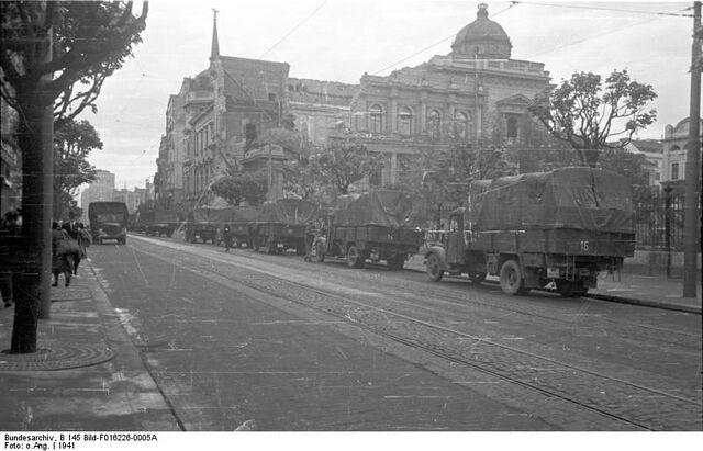 File:Bundesarchiv B 145 Bild-F016226-0005A, Belgrad, Altes Schloss, Schäden.jpg