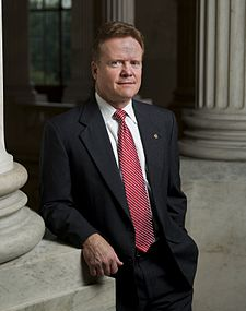 File:225px-Jim Webb, leaning against pillar, 2007.jpg