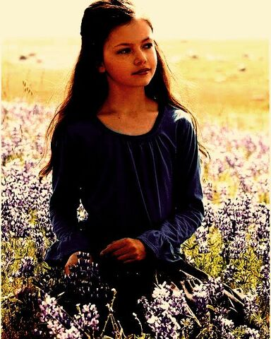 File:Mackenzie foy as renesmee breaking dawn1.jpg