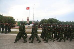 1024px-Quân đội duyệt binh ở Trường Sa