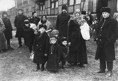 File:Volga German Family.jpg
