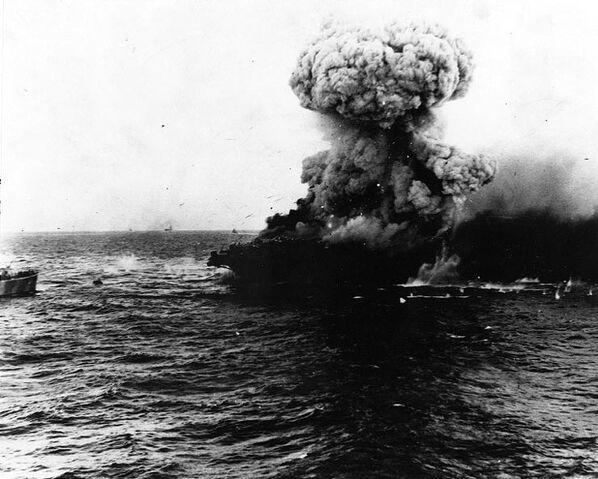 File:Large explosion aboard USS Lexington (CV-2), 8 may 1942.jpg
