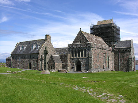 File:Abbey iona.jpg