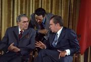 800px-Leonid Brezhnev and Richard Nixon talks in 1973-1-