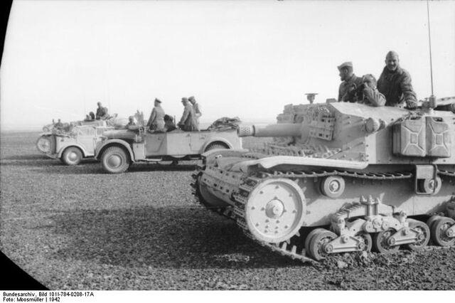 File:Nordafrika italienische Panzer.jpg