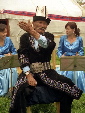 File:Kyrgyz Manaschi, Karakol.jpg