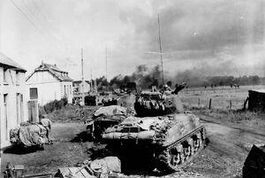 Tanques en pueblo