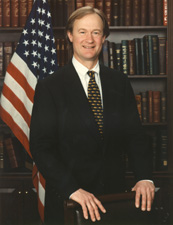 File:Lincoln Chafee Standing.jpg