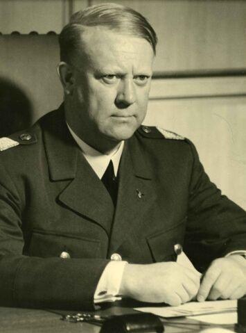 File:Portrett av Vidkun Quisling i uniform..jpg