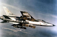 300px-Republic F-105D-30-RE (SN 62-4234) in flight with full bomb load 060901-F-1234S-013