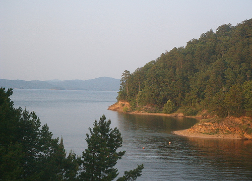 File:Broken bow lake.jpg