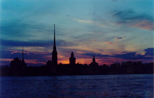 File:Sankt Petersburg - White Nights (Weisse Nächte) Midnight Light 7.jpg