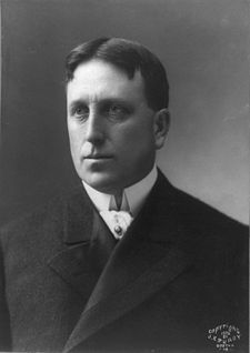 File:225px-William Randolph Hearst cph 3a49373.jpg