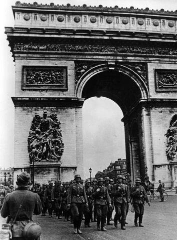 File:Bundesarchiv Bild 101I-126-0347-09A, Paris, Deutsche Truppen am Arc de Triomphe.jpg