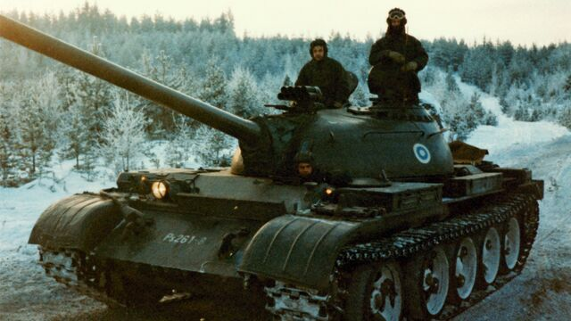 File:Military tanks artillery siberia kv 1 t34 1920x1080 6938.jpg