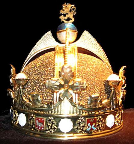 File:King of Finland's crown2.jpg
