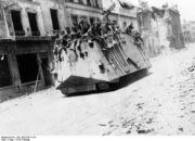 Bundesarchiv Bild 183-P1013-316, Westfront, deutscher Panzer in Roye
