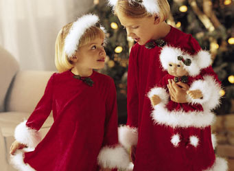 File:SantaHelperOutfit girls.jpg