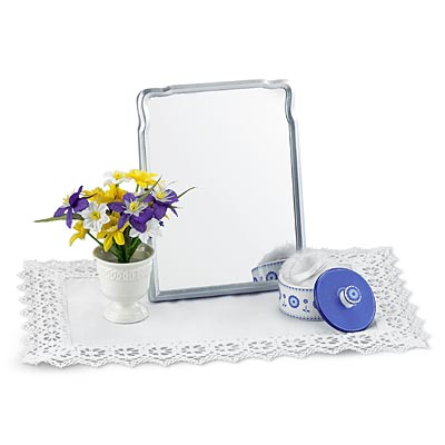 File:ElizabethDressingTableAccessories.jpg