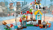 Lego-angry-birds-movie-Pig-City-Teardown-75824-primary