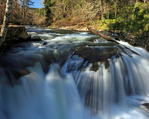 File:Luckiamute Falls.jpg