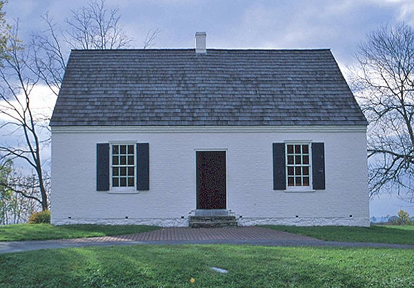 American colonial architectural eras 1600 present for Cape cod architecture