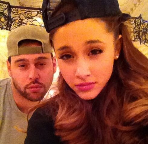 File:Ariana and scooter wearing hats.jpg