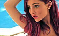 Ariana Grande poseing