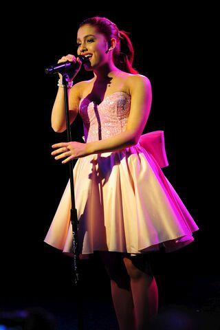 File:Ariana singing live.jpg