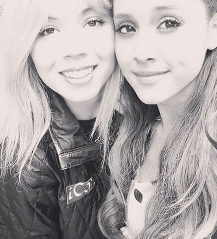 File:Ariana and Jennette in black & white.jpg