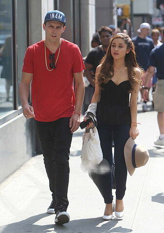 File:Ari & Jones walking in the street.jpg