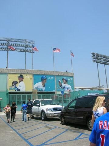 File:Dodger Stadium-1195663782-724.jpg