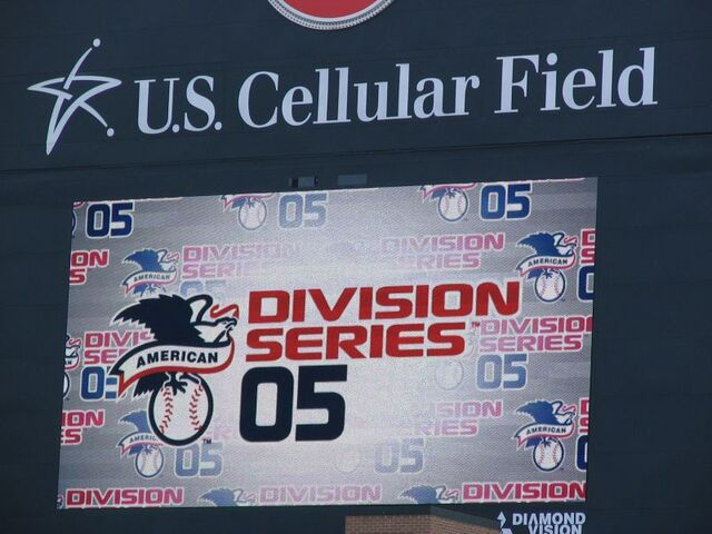 File:U.S. Cellular Field-1195687543-69.jpg