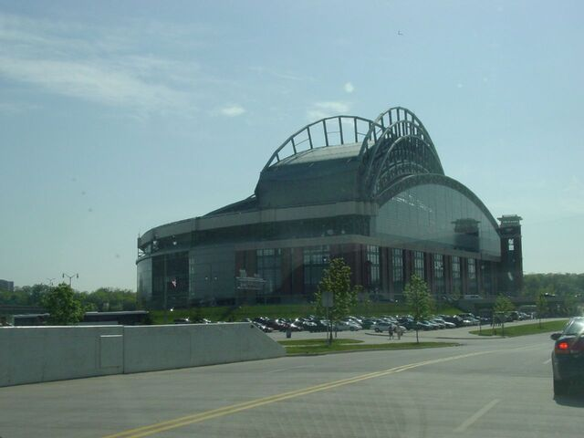 File:Milwaukee Brewers-1199122161-326.jpg