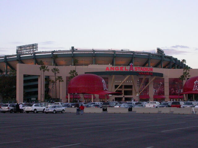 File:Angel Stadium-1195658160-584.jpg